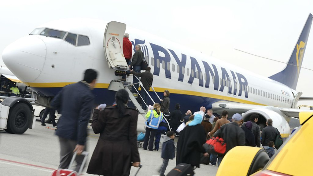 Ryanair cuts cabin baggage limit to speed up boarding – BBC News